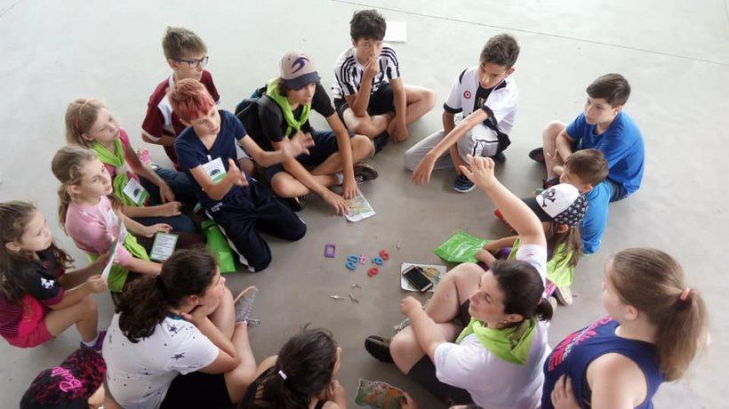 Colônias de férias unem aprendizado à diversão para entreter as crianças